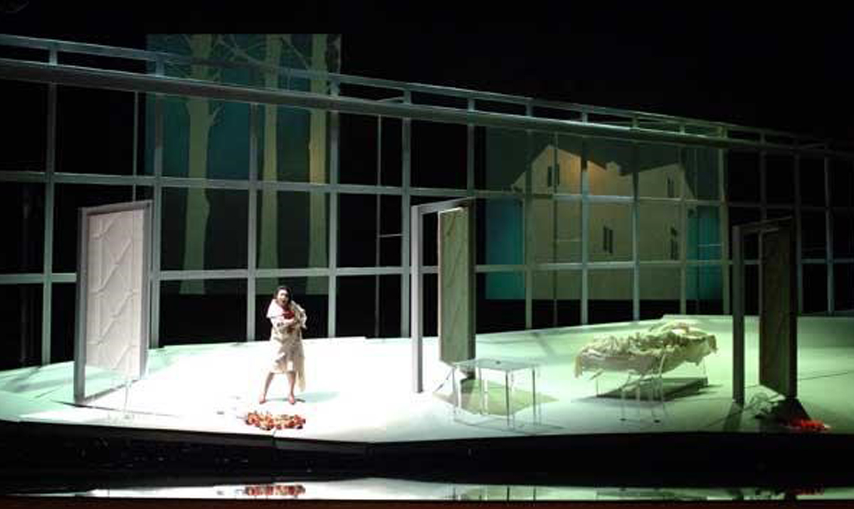 """An actress feels the weight of Patrick's lighting design and her character's heavy burdens in """"Erwartung"""""""